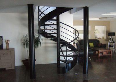 escalier colimaçon noir