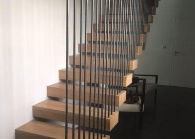 escalier marche suspendu