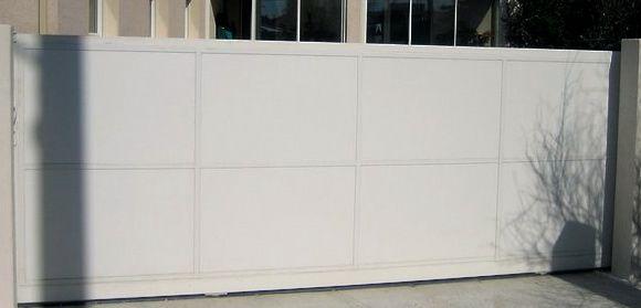 portail plein coulissant blanc